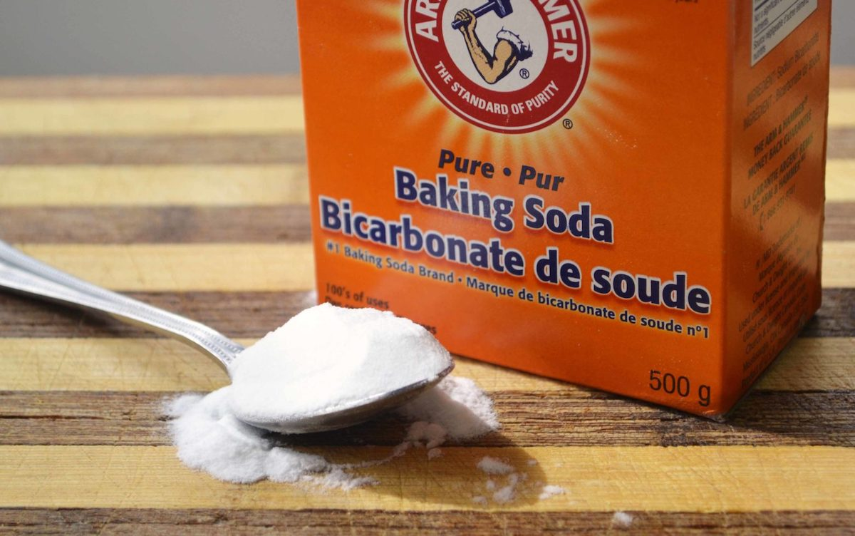 how-to-eliminate-ants-on-the-balcony-baking soda