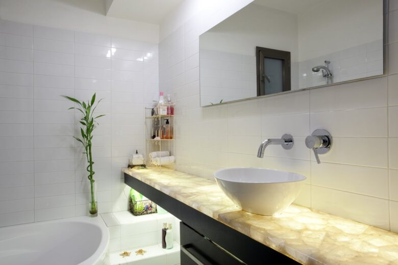 Small-modern-bathroom-ideas-for-decorating-10