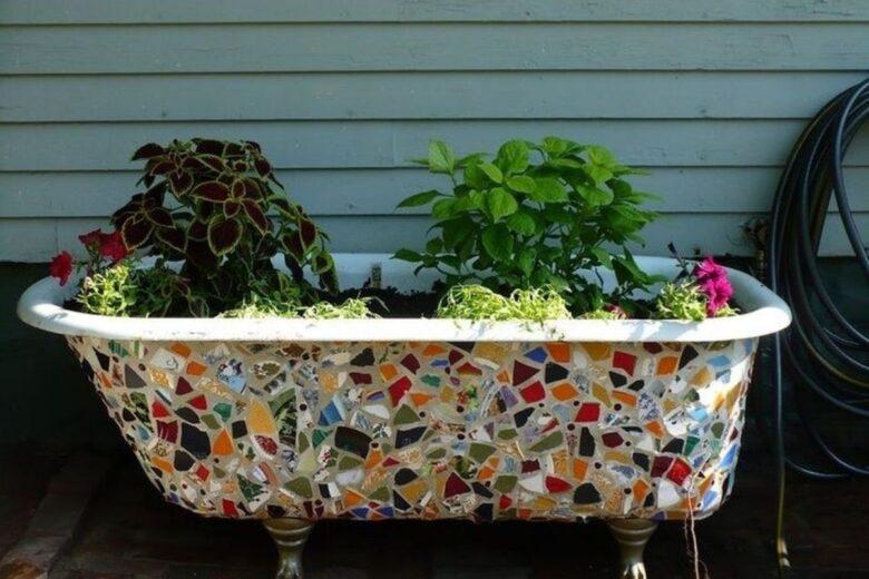 how-to-create-vegetable-garden-inside-used-bathtub (1)