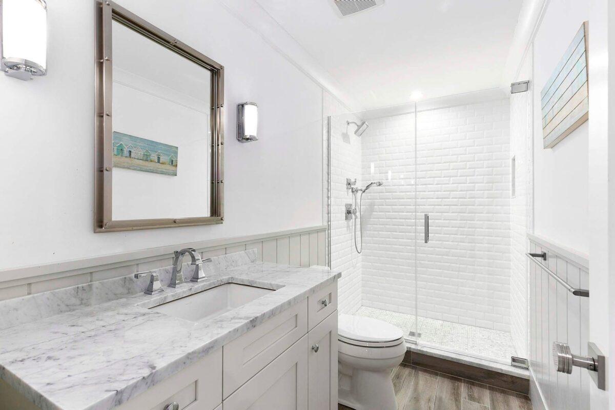 Small-modern-bathroom-ideas-for-decorating-18