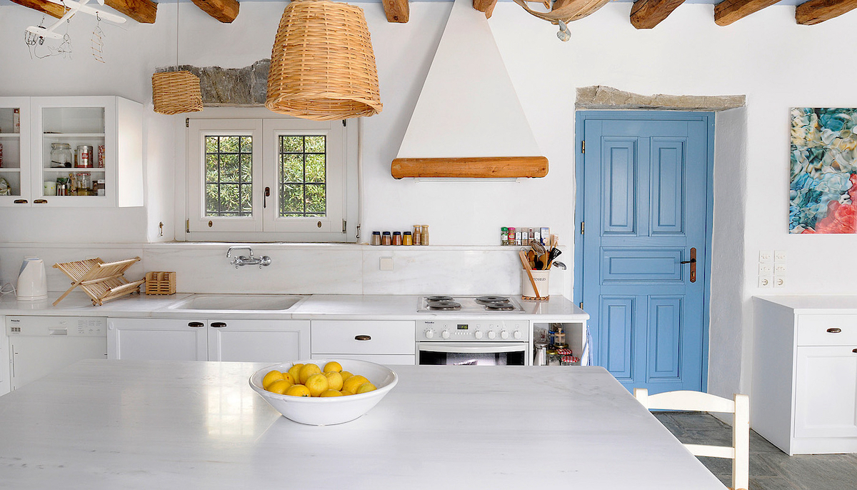 Furnishing the kitchen in Greek style: the inspirations not to be missed